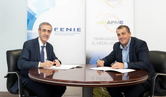 Juan Carlos Enrique Moreno, Director General de AMBILAMP/AMBIAFME, y Jaume Fornés, presidente de FENIE