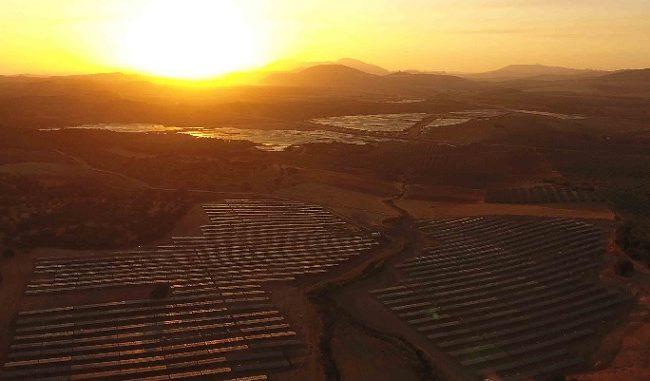 Panorámica de las plantas fotovoltaicas La Vega I y La Vega II en Teba (Málaga)
